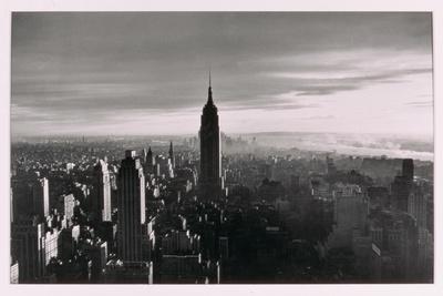 https://imgc.allpostersimages.com/img/posters/new-york-city-untitled-9-c-1953-64_u-L-PJID8C0.jpg?p=0