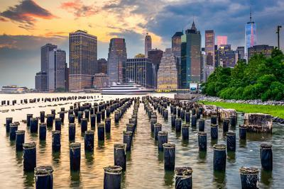 https://imgc.allpostersimages.com/img/posters/new-york-city-usa-city-skyline-on-the-east-river_u-L-Q105MA70.jpg?p=0