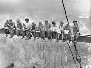 New York Construction Workers Lunching on a Crossbeam
