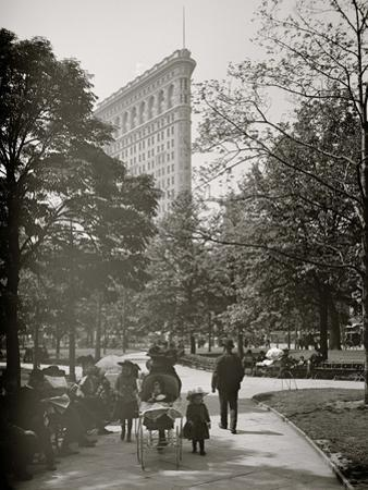 New York, N.Y., Flatiron Bldg. from Madison Square Park