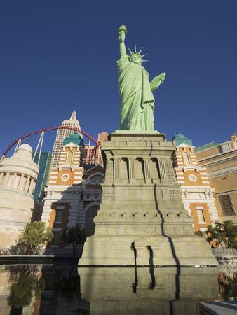 https://imgc.allpostersimages.com/img/posters/new-york-new-york-hotel-the-statue-of-liberty-strip-las-vegas-nevada-usa_u-L-Q11YNDS0.jpg?p=0