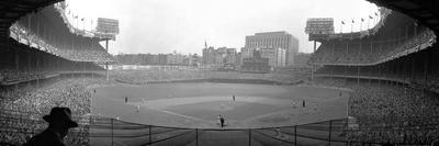 https://imgc.allpostersimages.com/img/posters/new-york-s-yankee-stadium-as-the-yankees-hosted-the-brooklyn-dodgers_u-L-Q10OMML0.jpg?p=0