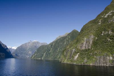 https://imgc.allpostersimages.com/img/posters/new-zealand-fiordland-national-park-milford-sound-known-as-piopiotahi_u-L-PU3H0U0.jpg?p=0