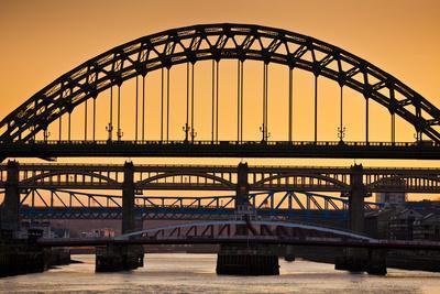 https://imgc.allpostersimages.com/img/posters/newcastle-upon-tyne-skyline-gateshead-with-the-tyne-bridge-over-river-tyne-tyne-and-wear_u-L-PWFJV30.jpg?p=0