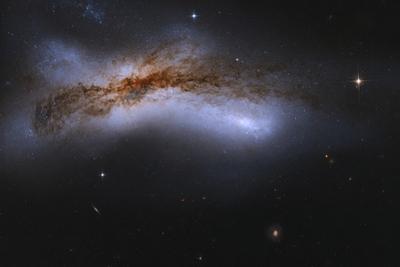 Ngc 520, a Pair of Colliding Spiral Galaxies