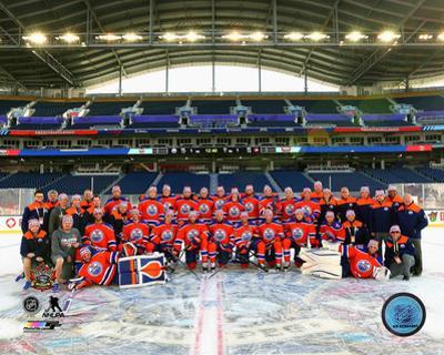 NHL: The Edmonton Oilers Team Photo 2016 NHL Heritage Classic