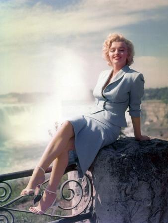 https://imgc.allpostersimages.com/img/posters/niagara-1952-directed-by-henry-hathaway-marilyn-monroe_u-L-PJUBPS0.jpg?p=0