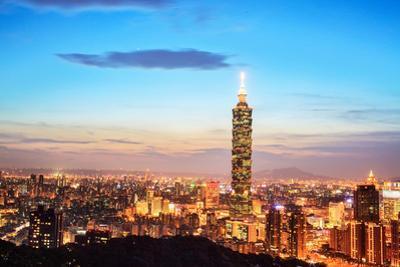 Taipei, Taiwan Evening Skyline. by NicholasHan