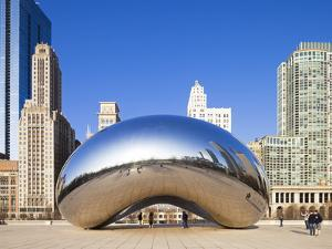 USA, Illinois, Chicago, the Cloud Gate Sculpture in Millenium Park by Nick Ledger