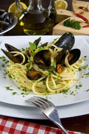 Spaghetti with Mussels (Mytilus Galloprovincialis), Cuisine