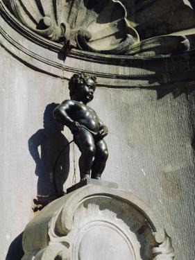Manneken Pis Statue, Brussels, Belgium by Nigel Francis