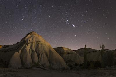 https://imgc.allpostersimages.com/img/posters/night-time-in-the-rose-valley-showing-the-rock-formations-and-desert-landscape-light_u-L-PWFIFZ0.jpg?artPerspective=n