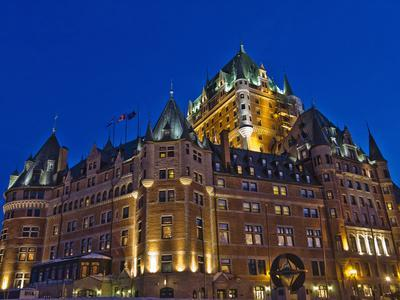 https://imgc.allpostersimages.com/img/posters/night-view-of-chateau-frontenac-hotel-quebec-city-canada_u-L-PHAEU90.jpg?p=0