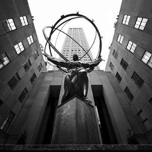 NYC Rockefellar by Nina Papiorek