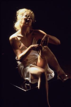 https://imgc.allpostersimages.com/img/posters/nine-1-2-weeks-1986-directed-by-adrian-lyne-kim-basinger-photo_u-L-Q1C135G0.jpg?artPerspective=n
