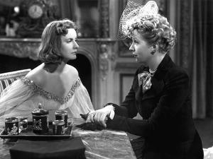 NINOTCHKA, 1939 directed by ERNST LUBITSCH Greta Garbo / Ina Claire (b/w photo)