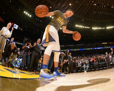 Stephen Curry #30 Warms Up - Golden State Warriors vs Memphis Grizzlies, April 13, 2016 by Noah Graham