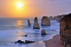 Moonset over Twelve Apostles in Victoria, Australia by Nokuro