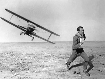 NORTH BY NORTHWEST, 1959 directed by ALFRED HITCHCOCK Cary Grant (b/w photo)