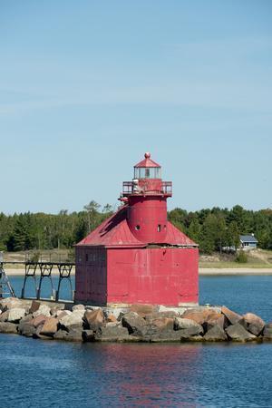 https://imgc.allpostersimages.com/img/posters/north-pierhead-lighthouse-sturgeon-bay-door-county-wisconsin-usa_u-L-PN72U60.jpg?artPerspective=n