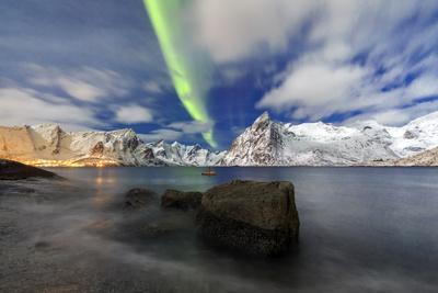 https://imgc.allpostersimages.com/img/posters/northern-lights-aurora-borealis-illuminate-hamnoy-village-and-snowy-peaks_u-L-PWFMFI0.jpg?p=0