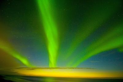 https://imgc.allpostersimages.com/img/posters/northern-lights-beaufort-sea-anwr-alaska-usa_u-L-PN6W8A0.jpg?p=0