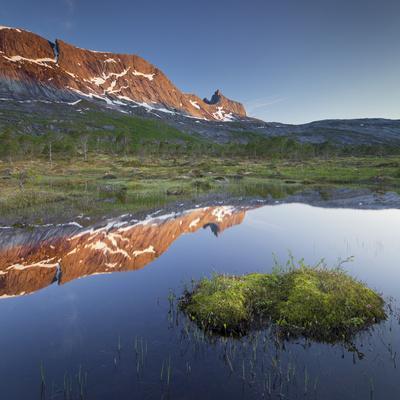 https://imgc.allpostersimages.com/img/posters/norway-nordland-ballangen-forsahavet-skjellneset-sandholmvatnet-hugelhornet_u-L-Q11YPVR0.jpg?p=0