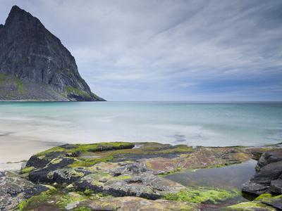 https://imgc.allpostersimages.com/img/posters/norway-nordland-lofoten-moskenesoya-kvalvika-beach_u-L-Q11YXED0.jpg?p=0