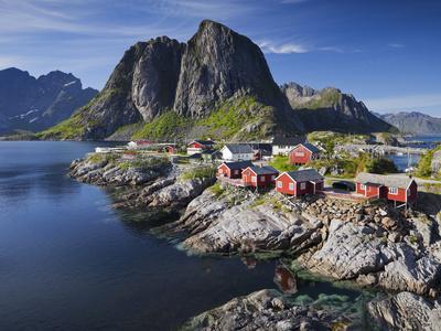 https://imgc.allpostersimages.com/img/posters/norwegen-nordland-lofoten-moskenesoya-reine-reinefjorden-hamnoya_u-L-Q11YWAH0.jpg?p=0
