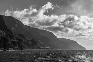 Napali Coast in Black and White by nstanev