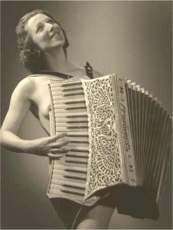 https://imgc.allpostersimages.com/img/posters/nude-woman-with-accordion_u-L-P6LNPK0.jpg?p=0
