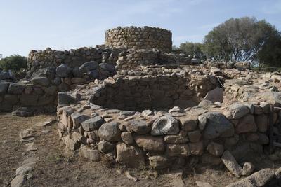https://imgc.allpostersimages.com/img/posters/nuraghe-la-prisgiona-archaeological-site-dating-from-1300-bc-near-arzachena-sardinia-italy_u-L-PWFEDJ0.jpg?p=0