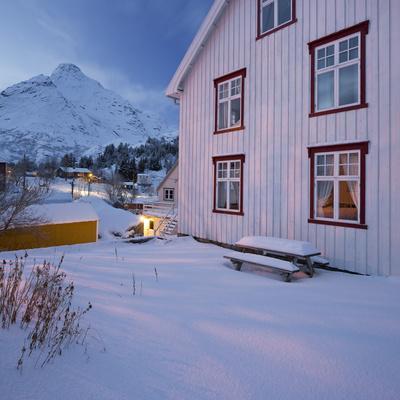 https://imgc.allpostersimages.com/img/posters/nusfjord-flakstadoya-island-lofoten-nordland-county-norway_u-L-Q11YNG50.jpg?p=0