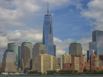 https://imgc.allpostersimages.com/img/posters/nyc-and-freedom-tower_u-L-Q1CAUQ00.jpg?artPerspective=n
