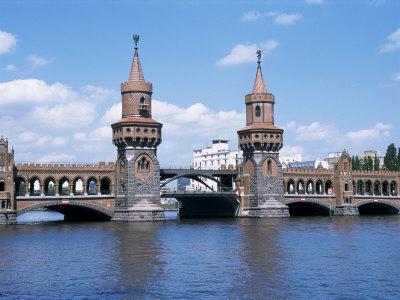 https://imgc.allpostersimages.com/img/posters/oberbaum-bridge-and-river-spree-berlin-germany_u-L-P1JO680.jpg?artPerspective=n