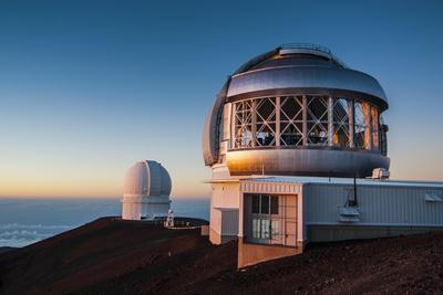 https://imgc.allpostersimages.com/img/posters/observatory-on-mauna-kea-at-sunset-big-island-hawaii-united-states-of-america-pacific_u-L-PQ8OFB0.jpg?p=0