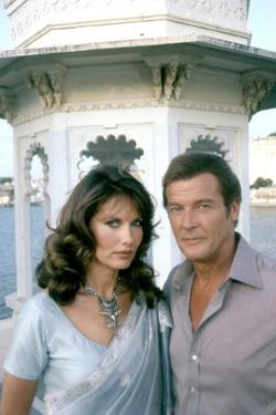 Octopussy by John Glen with Maud Adams, Roger Moore (James Bond 007), 1983 (photo)