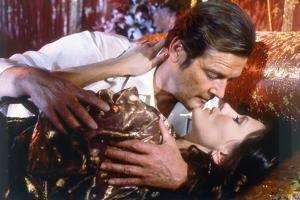 Octopussy by John Glen with Roger Moore, Maud Adams, 1983 (photo)