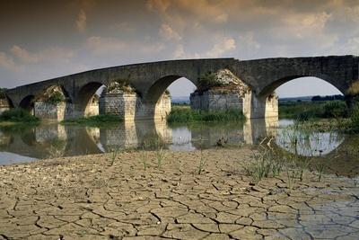 https://imgc.allpostersimages.com/img/posters/ofanto-roman-bridge_u-L-PPQANX0.jpg?p=0