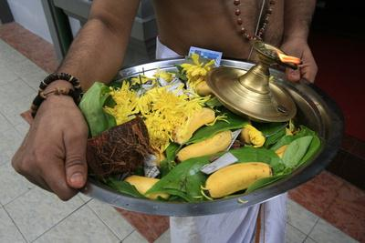 https://imgc.allpostersimages.com/img/posters/offerings-on-tray-sri-maha-mariamman-temple-kuala-lumpur-malaysia_u-L-Q1GYK310.jpg?artPerspective=n