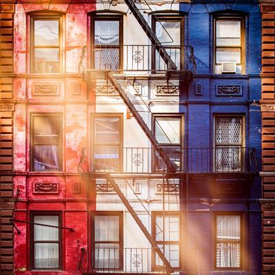 https://imgc.allpostersimages.com/img/posters/old-building-facade-in-the-colors-of-the-american-flag-in-times-square-manhattan-nyc_u-L-PZ55BW0.jpg?p=0