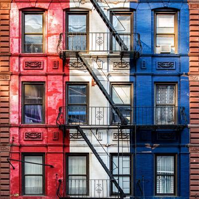 https://imgc.allpostersimages.com/img/posters/old-building-facade-in-the-colors-of-the-american-flag-in-times-square-manhattan-nyc_u-L-PZ566Y0.jpg?p=0