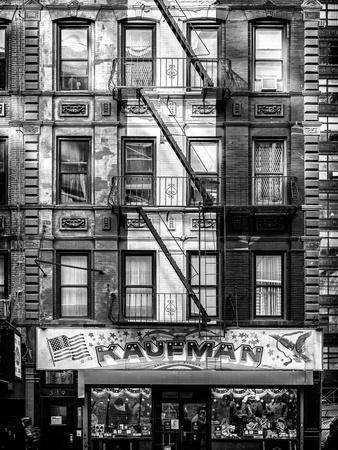 https://imgc.allpostersimages.com/img/posters/old-building-facade-in-the-colors-of-the-american-flag-in-times-square-manhattan-nyc_u-L-PZ56YZ0.jpg?p=0