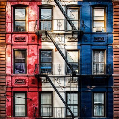 https://imgc.allpostersimages.com/img/posters/old-building-facade-in-the-colors-of-the-american-flag-in-times-square-manhattan-nyc_u-L-PZ57150.jpg?p=0