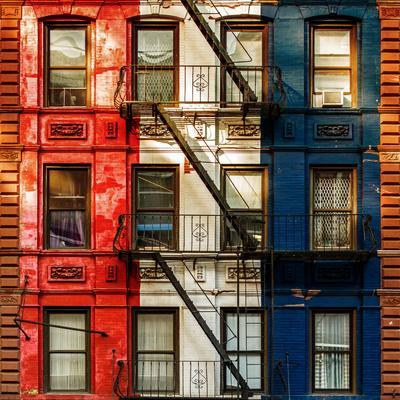 https://imgc.allpostersimages.com/img/posters/old-building-facade-in-the-colors-of-the-american-flag-in-times-square-manhattan-nyc_u-L-PZ575O0.jpg?artPerspective=n