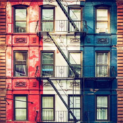 https://imgc.allpostersimages.com/img/posters/old-building-facade-in-the-colors-of-the-american-flag-in-times-square-manhattan-nyc_u-L-PZ585R0.jpg?p=0