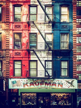 https://imgc.allpostersimages.com/img/posters/old-building-facade-in-the-colors-of-the-american-flag-in-times-square-manhattan-nyc_u-L-PZ58JU0.jpg?artPerspective=n