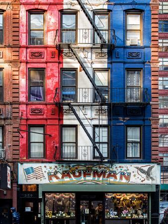 https://imgc.allpostersimages.com/img/posters/old-building-facade-in-the-colors-of-the-american-flag-in-times-square-manhattan-nyc_u-L-PZ58KB0.jpg?p=0