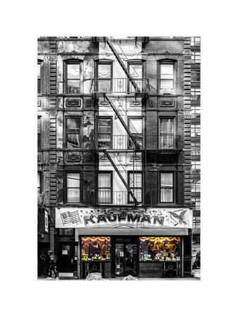 https://imgc.allpostersimages.com/img/posters/old-building-facade-in-the-colors-of-the-american-flag-in-times-square-manhattan-nyc_u-L-PZ58P60.jpg?p=0