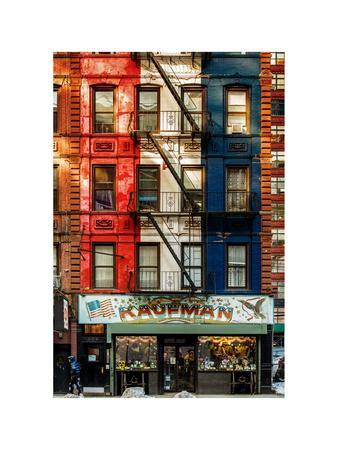 https://imgc.allpostersimages.com/img/posters/old-building-facade-in-the-colors-of-the-american-flag-in-times-square-manhattan-nyc_u-L-PZ58TM0.jpg?p=0